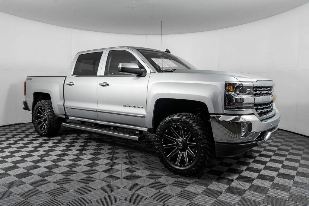Chevrolet Silverado Plow Truck